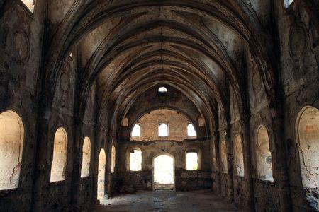 gothic castle: interiores foto de una iglesia en ruinas  Editorial