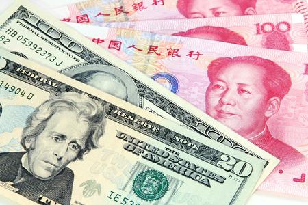 米ドル vs 中国人民元の通貨の綱引き