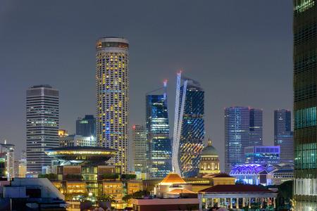 夜の間にシンガポールの街の風景