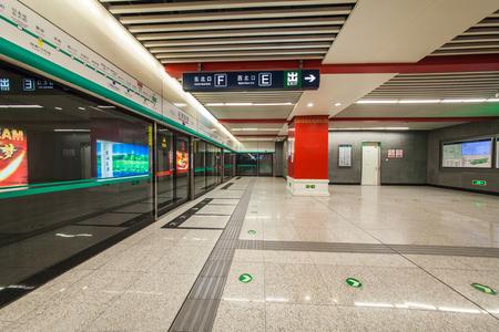 part prison: Architectural landscape of subway platform in Beijing
