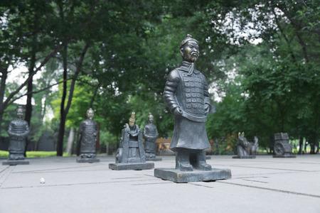 兵馬俑は、中国で中国のチェスを彫刻します。