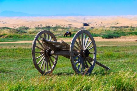 Hölzerner Bauernwagen im Tonghu Grassland der Inneren Mongolei Standard-Bild