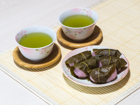 sencha tea: Tea and sakuramochi
