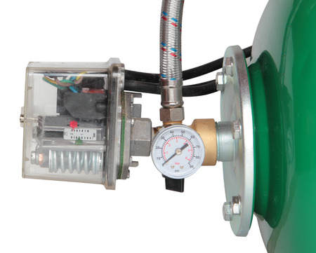 expansion: pressure relay and expansion tank