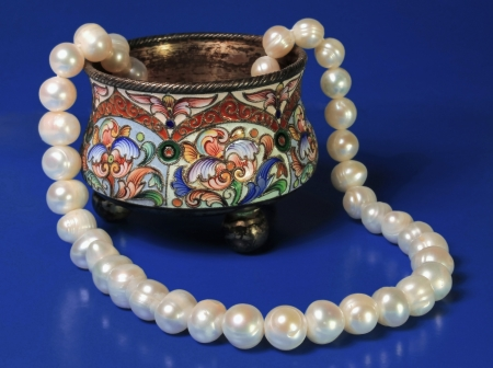 Silver box of the 19th eyelid and pearl necklace on a dark blue background