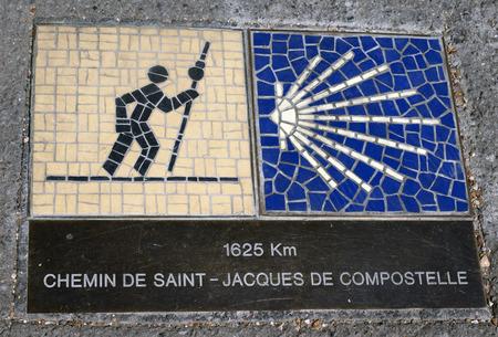 camino de santiago: Signaling the Camino de Santiago in Chartres France