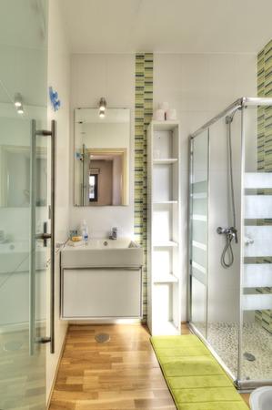 wall light: Modern bathroom in luxury villa