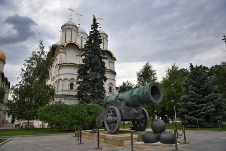 The Museum in the Kremlin. The King Cannon and Church of the Twelve apostles. Moscow, Russia. Редакционное