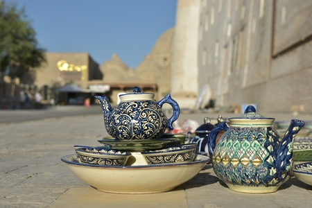 Eastern dishes and Uzbek Souvenirs are sold on the streets of Bukhara. Фото со стока