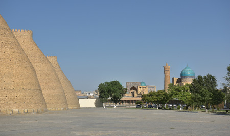 Ark is the ancient fortress (IX - X century) in Bukhara. The Ark fortress, towering over the old Registan square and was a symbol of greatness, power and strength in the Emirate of Bukhara. Фото со стока - 62936032