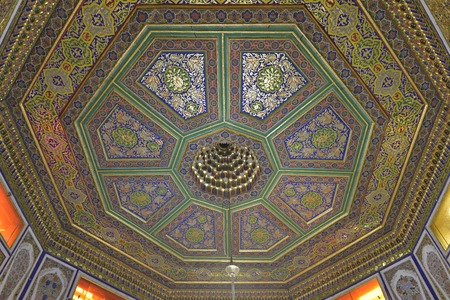 Vintage oriental patterns decorate the ceiling in Bukhara. Фото со стока - 62936037