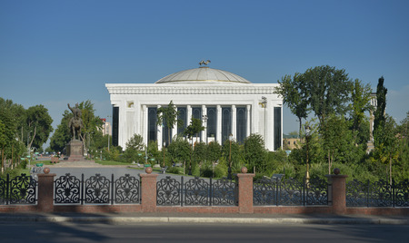 The Palace of international forums Uzbekistan was designed by architects Ippolito Fleitz Group. Built in the heart of Tashkent, it is the main building of the country. There are meetings of heads of state, various congresses, conferences and other cultu