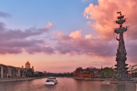 Moscow, Russia - 21 August 2016: Summer cruise tours on the Moscow river. Landmark and sights of the Russian capital. Редакционное