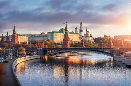 Mañana sobre el Kremlin de Moscú en el sol Foto de archivo