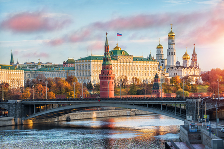 이른가 아침에 모스크바 크렘린에서 11 월의 축제의 날