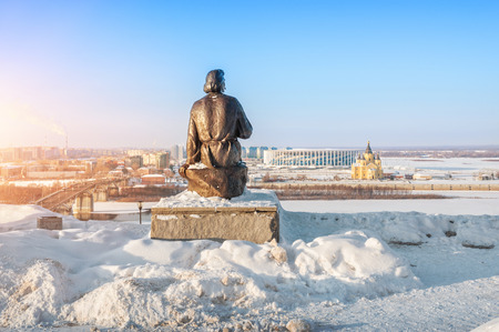 Monument to Maxim Gorky in Nizhny Novgorod on the banks of the Oka River, Kanavinsky Bridge and Alexander Nevsky Cathedral on a winter day Stock Photo