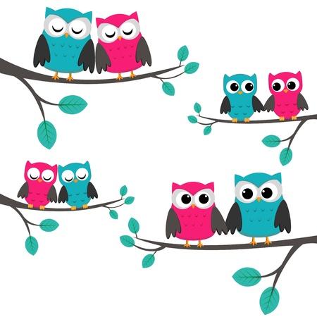 Cuatro parejas de búhos sentados en las ramas.