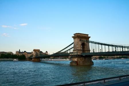 szechenyi: Szechenyi Puente a trav�s del Danubio
