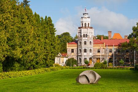 sigulda: Castillo Nuevo Sigulda en un d�a soleado. Letonia Editorial