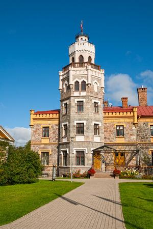 sigulda: Sigulda Nuevo castillo en un d�a soleado. Letonia