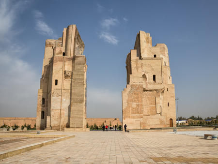 old brick wall: SHAKHRISABZ, UZBEKISTAN - OCTOBER 23, 2016: The ruins of Ak-Saray Palace is a Grand residence of Timur in his hometown of Shakhrisabz