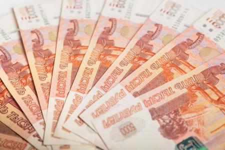Hintergrund von fünf tausendsten Banknoten russischen Rubeln Standard-Bild - 91519643