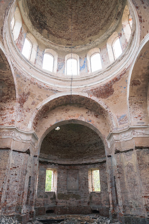 Ruins of old abandoned church. Remains of frescoes on the walls. Church of the Nativity of Christ in village Rozhdestvo, Tver region, Russia Banco de Imagens - 124966993