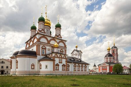 Newly built churches of ancient Trinity-Varnitsky Monastery. Trinity Cathedral with a bell tower (red) and St. Sergius of Radonezh Cathedral (white). The village of Varnitsa, Rostov the Great, Russia 写真素材 - 134720725