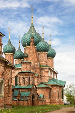 Temple complex in Korovniki, Yaroslavl, Russia. Church of St. John Chrysostom and the Holy Gates 写真素材 - 134720597