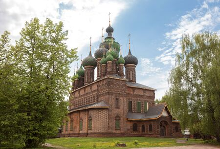 Yaroslavl, the Church of St. John the Baptist in Tolchkovo. A beautiful old 17th-century red brick temple with fifteen domes. Golden ring of Russia
