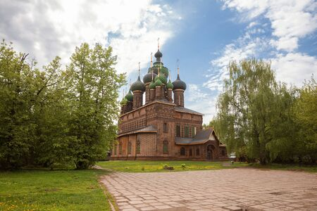 Yaroslavl, the Church of St. John the Baptist in Tolchkovo. Beautiful old red brick 17th century temple with fifteen domes 写真素材