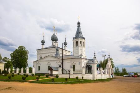 GODENOVO, REGIONE DI YAROSLAVL, RUSSIA - 12 MAGGIO 2019: Luogo di pellegrinaggio è la Chiesa di San Giovanni Crisostomo, nella quale si trova la più venerata Croce Godenovsky miracolosa Editoriali