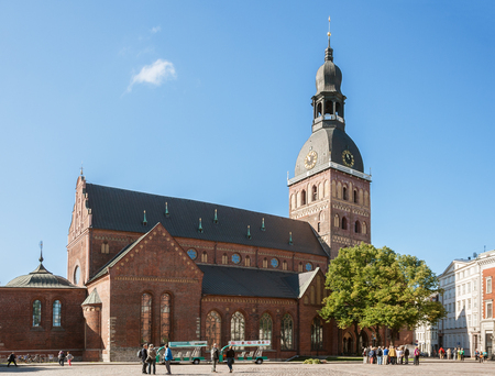RIGA, LATVIA - SEPTEMBER 01, 2014: People and sightseeing groups on the square near the Dome Cathedral in Riga on a sunny autumn day 報道画像
