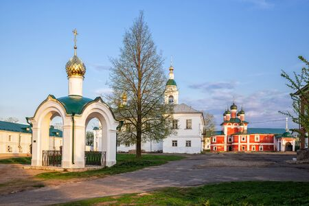 New Chapel and Old Smolensk Church In the courtyard of the Epiphany Monastery in Uglich, Yaroslavl Region, Golden Ring of Russia Banque d'images