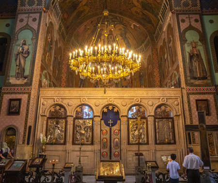 TBILISI, GEORGIA - SEPTEMBER 23, 2018: Interior Sioni Cathedral in Tbilisi, the altar, frescoes, murals 報道画像