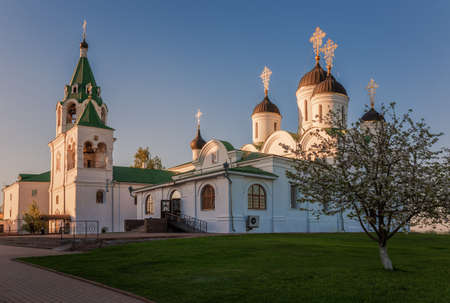 Murom, Spassky Monastery (Savior Transfiguration) on a spring evening at sunset. Golden ring of Russia 免版税图像
