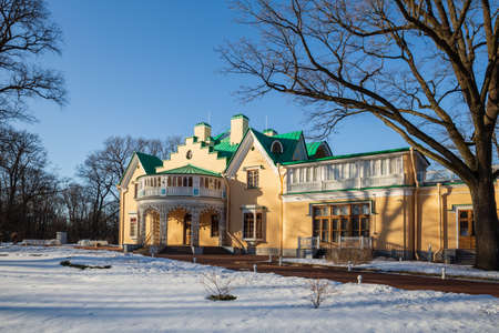 PETERHOF, SAINT-PETERSBURG, RUSSIA - MARCH, 2021: Palace-cottage in Alexandria park, southern facade 新闻类图片