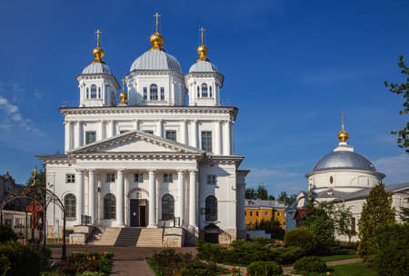 Kazan monastery in Yaroslavl. Cathedral of the Kazan Icon of the Mother of God and the Church of the Intercession of the Most Holy Theotokos. Golden Ring of Russia 免版税图像