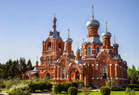 Church of the Exaltation of the Holy Cross made of red brick in Russian style, Darna village, Moscow region, Russia 免版税图像