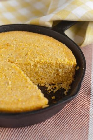 cornbread: corn bread in a cast iron skillet
