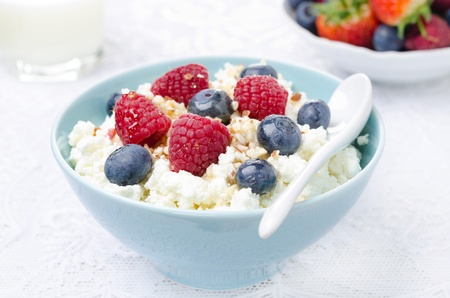 cottage cheese: cottage cheese with berries, honey and nuts, fresh berries and milk for breakfast closeup Stock Photo