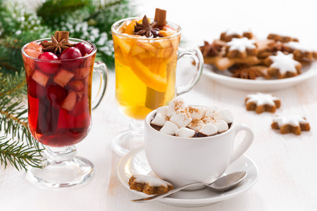 apple and orange: Christmas drinks - hot chocolate with marshmallows, mulled wine, cider and cookies, close-up Stock Photo