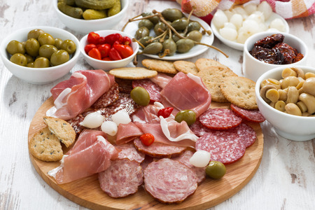fresh meat: Assorted meat snacks, sausages and pickles on wooden board