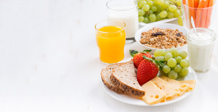 Healthy and nutritious breakfast with fresh fruits and vegetables on white, close-up Stockfoto