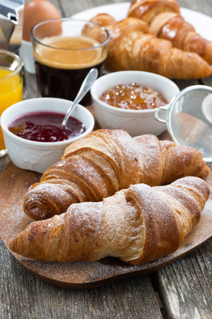 delicious breakfast with fresh croissants, vertical, close-up 版權商用圖片