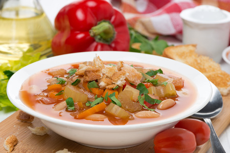 minestrone: minestrone with vegetables, tomatoes, beans and croutons, close-up