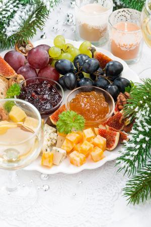 grapes: queso delicadeza y plato de fruta, visi�n vertical, de arriba, de cerca