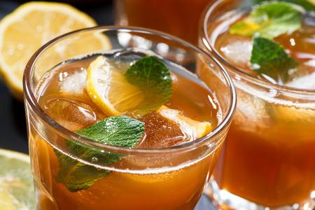 cool mint: cool mint iced tea in glasses, closeup, horizontal