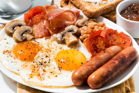 traditional english breakfast, closeup horizontal