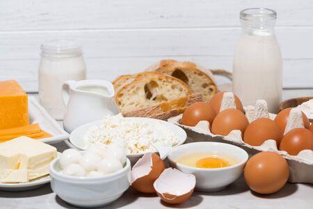 Assortiment de produits laitiers frais, gros plan horizontal Banque d'images